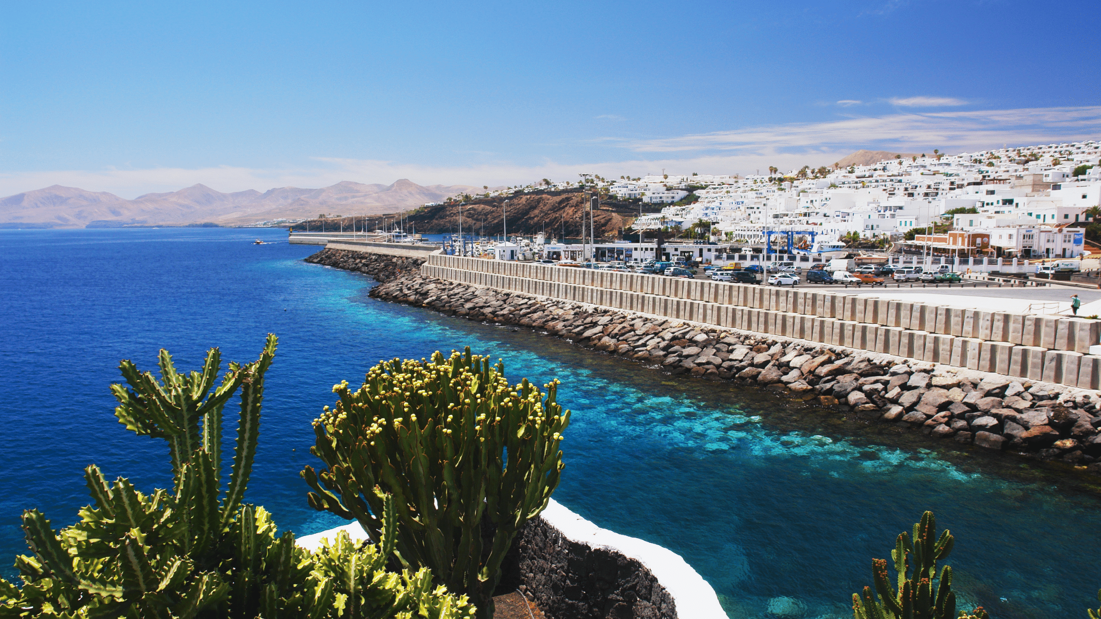 Special offer on a holiday to Lanzarote and staying at the Cinqo Plaza Apartments